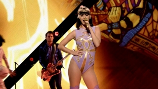 I Kissed A Girl (The PRISMATIC WORLD TOUR LIVE) - Katy Perry