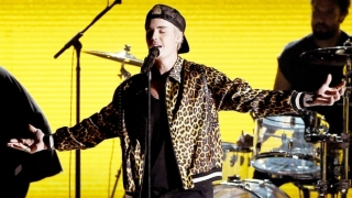 Love Yourself/ Where Are U Now (Live At The 58th GRAMMYs) - Justin Bieber