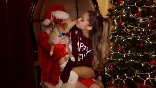 Santa Tell Me - Ariana Grande
