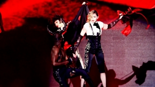 Living For Love (Rebel Heart Tour 2016) - Madonna
