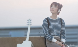 Jannine Weigel ngôi sao Youtube hát được 5 thứ tiếng