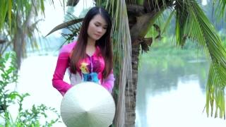 Trách Ai Vô Tình - Trang Hương