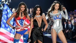 Hands To Myself/Me & My Girls - Medley (Live From The Victoria's Secret 2015 Fashion Show) - Selena Gomez