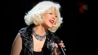 Beautiful (Live At VH1 Storytellers 2010) - Christina Aguilera