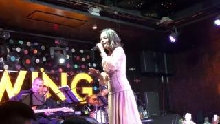 Mashup Người Đứng Sau Hạnh Phúc, Người Hãy Quên Em Đi (Live) - Phạm Quỳnh Anh
