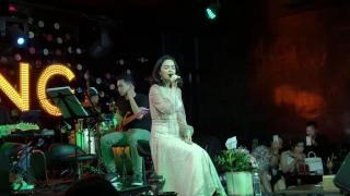 Dấu Chôn Tình Buồn (Live) - Phạm Quỳnh Anh