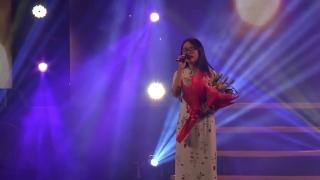 Gánh Chè Đêm Của Mẹ (Live) - Phương Mỹ Chi