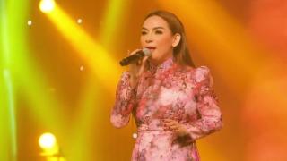 Em Vẫn Hoài Yêu Anh (Live) - Phi Nhung