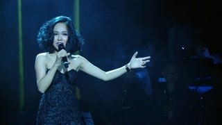Try It On My Own (Live Concert) - Hoàng Quyên
