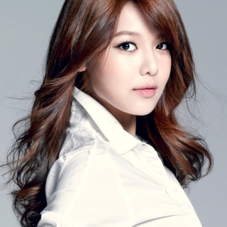 Soo Young (Girls' Generation)