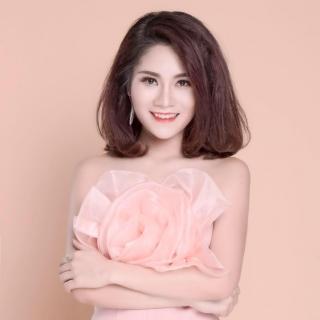 Thu Trang (MC)