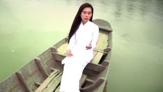 Bồng Bềnh Con Nước - Hồng Phượng