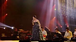 Falling (Liveshow) - Uyên Linh