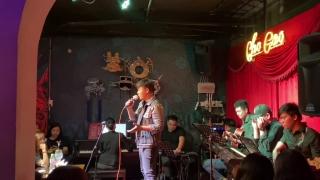 Trăng Dưới Chân Mình (Live) - Hamlet Trương