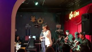 Người Đứng Sau Hạnh Phúc (Live) - Phạm Quỳnh Anh