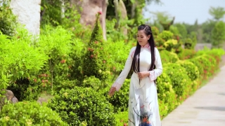 Chắp Tay Niệm Phật - Lê Như