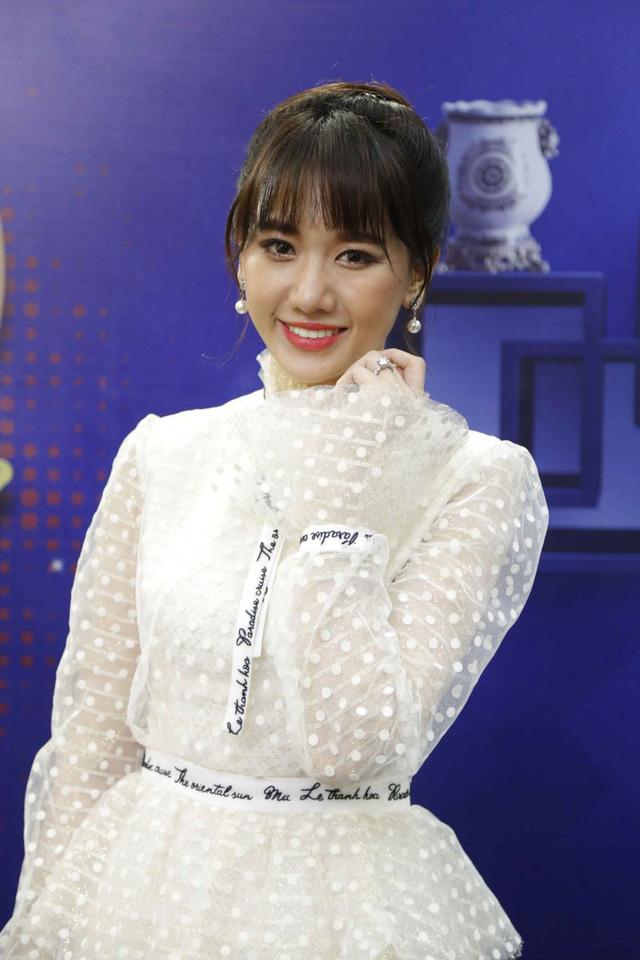 """Hari Won khoe giọng chuẩn Việt trong MV """"Là cả bầu trời"""" 3"""